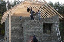 Двосхилий дах будинку