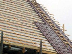 фото монтажу даху з металочерепиці